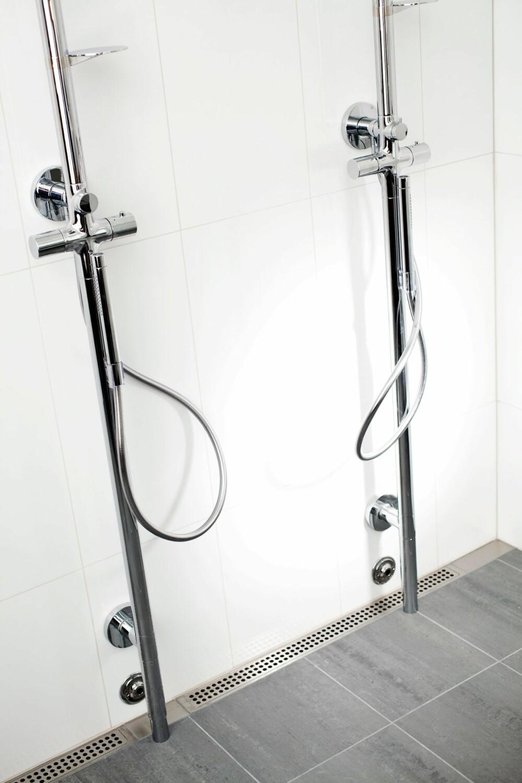 AVLANGE SLUK: Denne dusjen har sluk fra Unidrain. En slik løsning muliggjør bruken av store fliser på badet