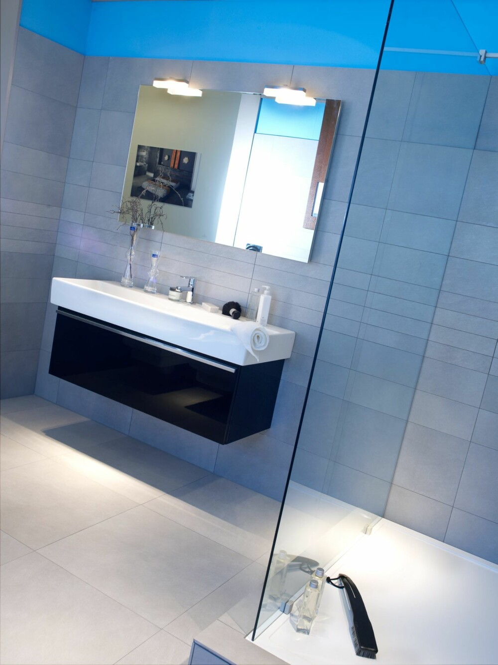 BYGGET OPP: På dette badet er dusjen bygget opp med en kant rundt dusjsonen.