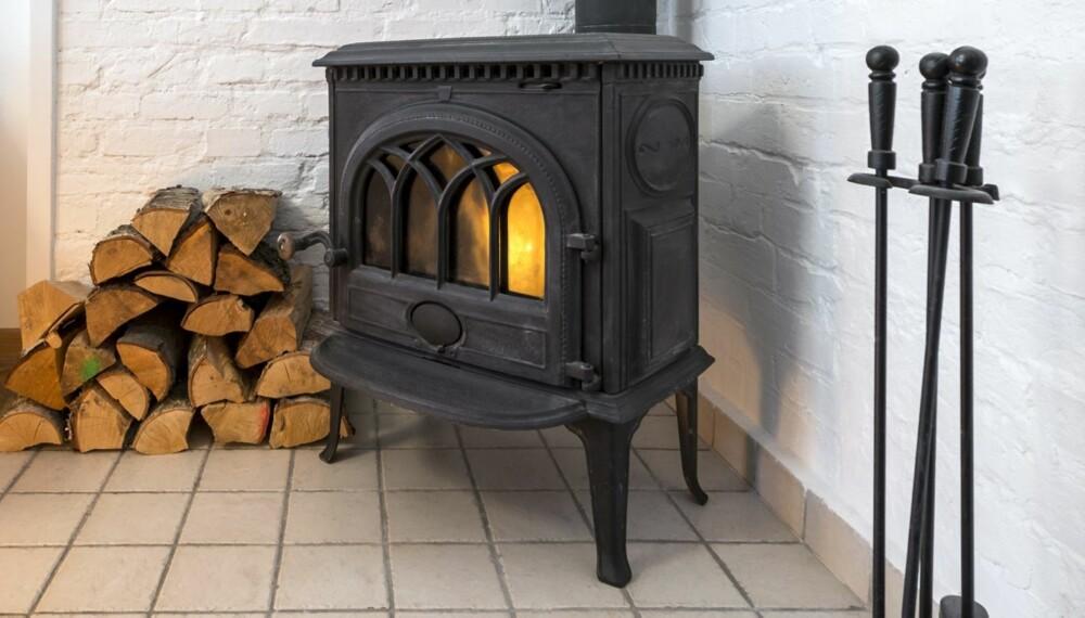 GAMMEL OVN: Mange ønsker å ha en gammel ovn i moderne interiør, men må i så fall søke om lov.