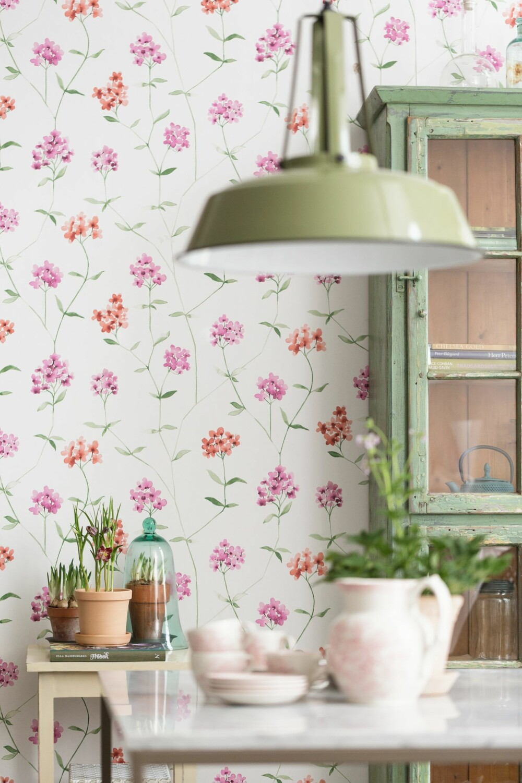 BLOMSTRENDE VEGGER: En av høstens store trender er blomstermotiv på veggen.
