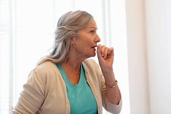 DÅRLIG INNEKLIMA: Når du fyrer i peisen produseres det gasser og svevepartikler som kan irritere luftveiene og forverre astma og allergier.