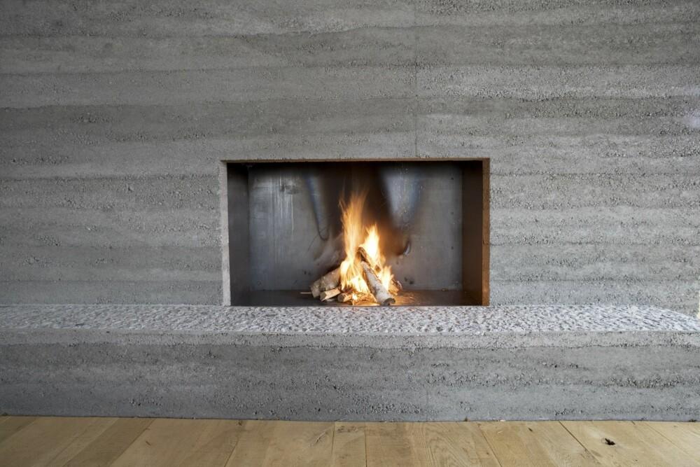 FYRE I PEISEN: Pass på at det kommer nok luft inn i huset, slik at ovnen får nok luft til forbrenningen.