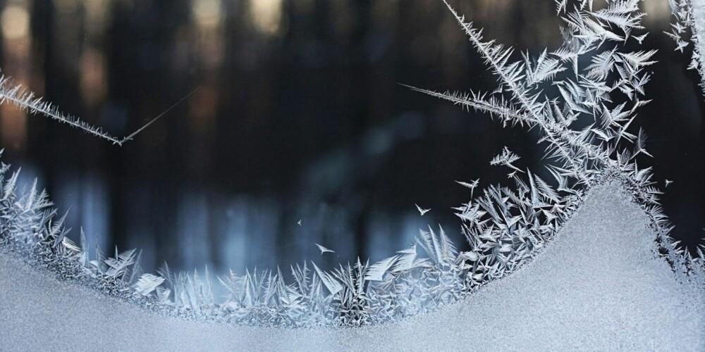 FROST: Pass på at det ikke er for mye snø foran kjellervinduene. Selv om lysgraver skal drenere bort vann kan de fort tettes igjen av rusk og rask.