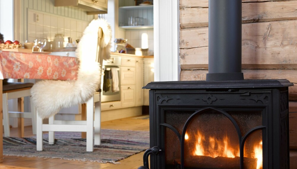 RENTBRENNENDE VEDOVN: Alle nye vedovner som selges i Norge i dag er såkalt rentbrennende ovner. Eldre ovner, de som er produsert før 1998, både forurenser mer og er mindre energieffektive. Foto: Per Erik Jæger