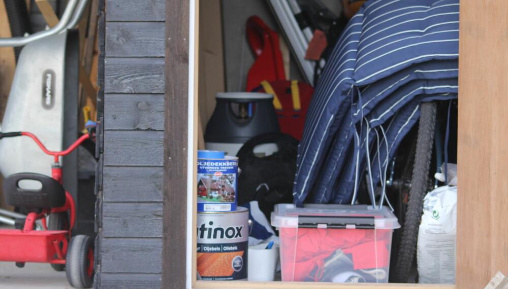 OPPBEVARING GARASJE: Noen ting egner seg ikke for oppbevaring i garasjen på vinteren. Vet du hva det er?