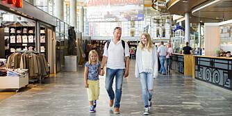 DYREST REISEVALUTA: Kjøp kun med deg et lite kontantbeløp før du reiser, fordi reisevalutaen er billigere på ankomststedet.