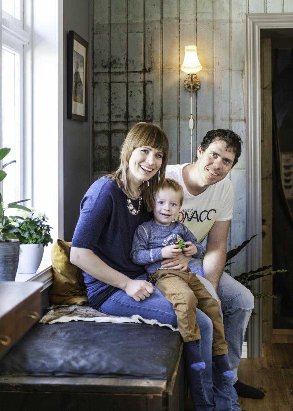 LYKKELIG HJEM: Marte, Ingolf og lille Leo stortrives  i hjemmet de har skapt.