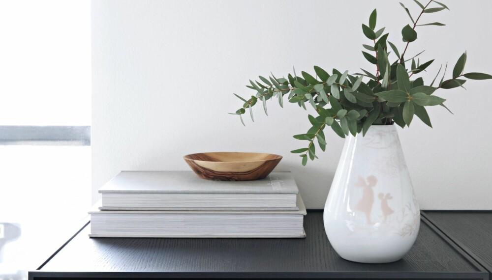 PREMIEN: Du kan vinne ett av fem sett med Alvedrøm vase og bolle, verdi kr 790.