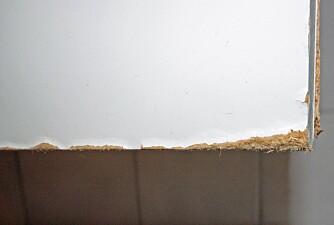 FUKTSKADE: Dersom fuktigheten ikke trekkes tilfredsstillende ut av badet, kan det forårsake skader på interiøret, som her på et baderomsskap.