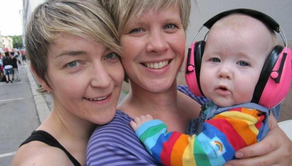 FAMILIE:Cecilie og Eirin Husebø-Isaksen er en av mange regnbuefamilier. Her sammen med datteren Mia for tre år siden.