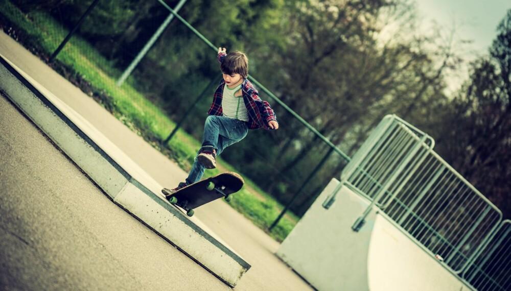 SKATING, MØLJETENNIS OG LØKKEGOLF: Gir du barna tid til å leke, vil de være aktive på egen hånd.