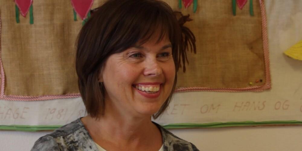 HELSESØSTEREN: Laila Holst Johansen jobber på helsestasjon og en skole. Barna får ny selvtillit av å snakke med henne.