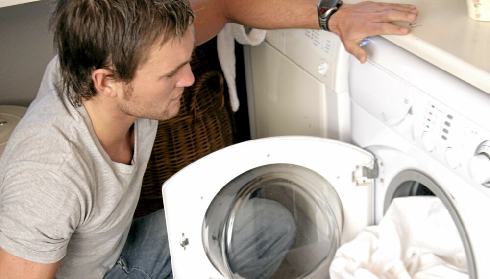 NØKKELEN ER HUSARBEID: Omveien til mer sex i småbarnstiden er at menn vasker, rydder og støvsuger mer hjemme.