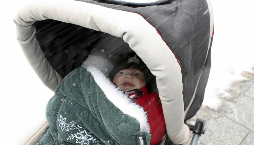 48d254c6 Er du usikker på hva babyen skal ha på seg i vinterposen? Her er rådene.
