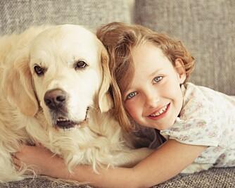 SNU HODET VEKK: Hvis barna kommer for nært vil hunden ofte reagere med å snu hodet unna.