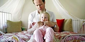 MODERNE PAPPA: Det er ingen heksekunst å vise barnet omsorg. Det er like naturlig for menn som kvinner, mener pappabok-aktuelle Peder Kjøs.