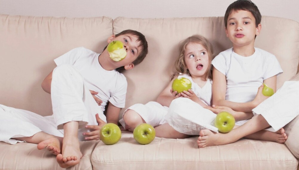 FRISKE BARN: An apple a day keeps the doctor away... Ikke helt sånn kanskje, men det skader ikke å prøve.