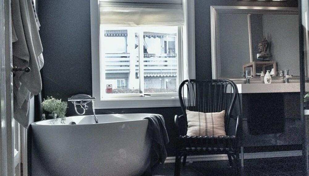 TRENDY:Benedicte Andreassen vant 1. plass. Den gode kombinasjonen av baderomsmøbler og mørke overflater skaper et trendy og glamorøst bad i moderne stil. Badet kan smykke seg med tittelen årets Drømmebad 2014