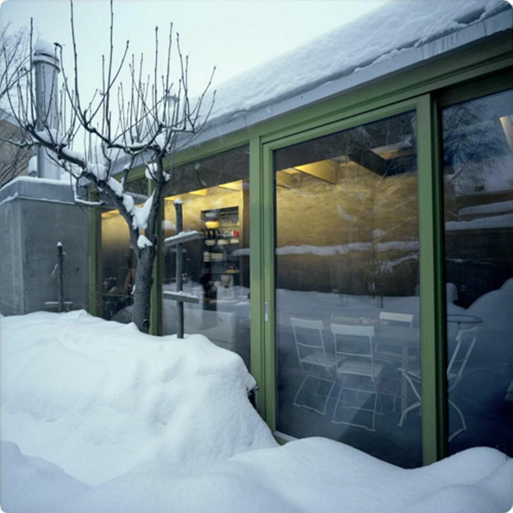 TETT PÅ VINTEREN: Det nye tilbygget sørger for at familien har tett kontakt med årstidene.