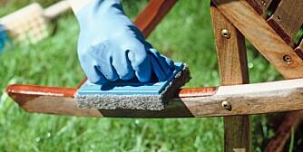GOD SOM NY: Gi de falmede hagemøblene dine litt omtanke og behandling, så kan de bli gode som nye.