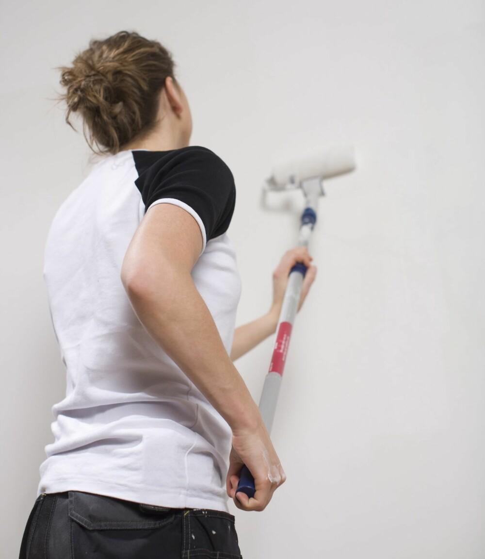 MALE: Maling av vegger og tak er en relativt enkel form for oppussing som mange gjør selv.
