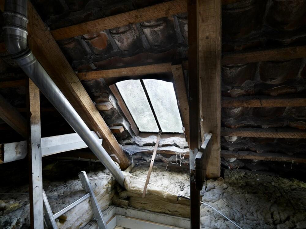 FØR: Det gamle tørkeloftet var tidligere både trekkfullt, mørkt og dystert.