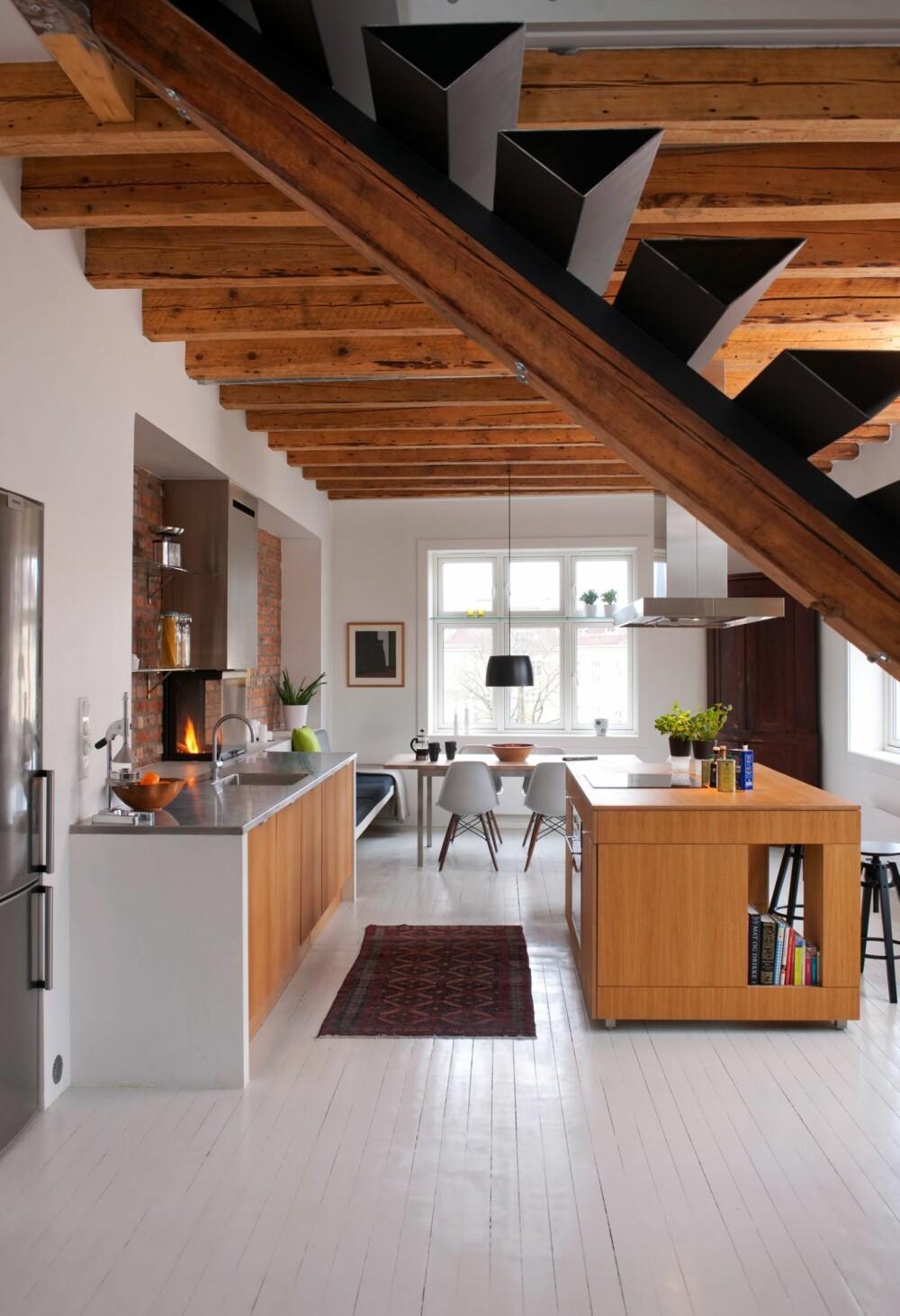 STRAMT MEN VARMT: Hvite vegger og rene linjer får de naturlige materialene til å tre bedre frem.