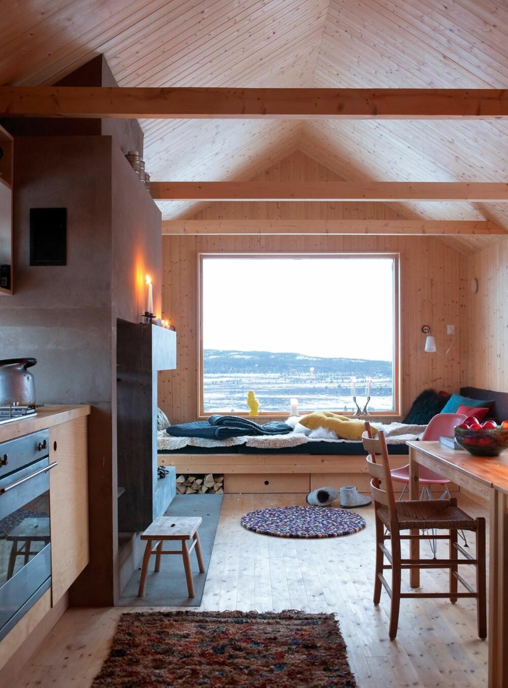 TRE: Bruk tre på både vegger, tak, gulv, kjøkken og møbler for å få et naturlig utrykk.