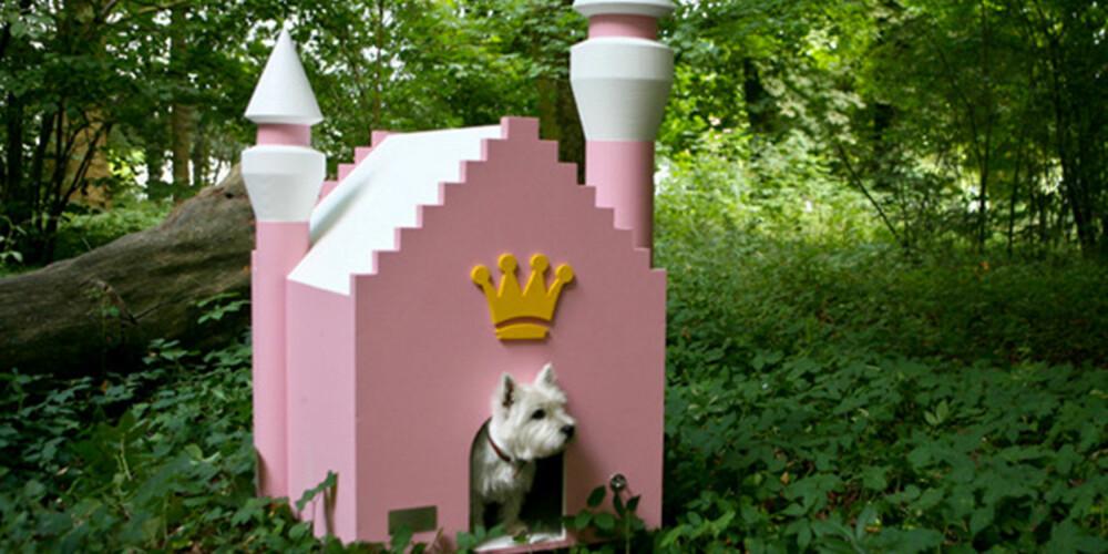 ET SLOTT VERDIG: Dette hundehuset er perfekt for din lille prinsesse, forklarer produsenten bak Hundehaus Fairytale Dog House. Dette slottet er utstyrt med både tårn og kronepynt, og selv om hunden din aldri egentlig kommer til å sette pris på sitt yndige hjem, så vil i alle fall mennesker som ser boligen stoppe og stirre.