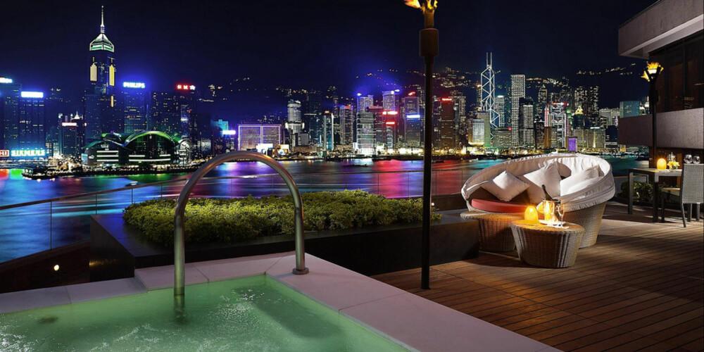 DYR UTSIKT: 79,000 kroner natten må du punge ut med for å kunne nyte denne utsikten fra InterContinental Hotel i Hong Kong.