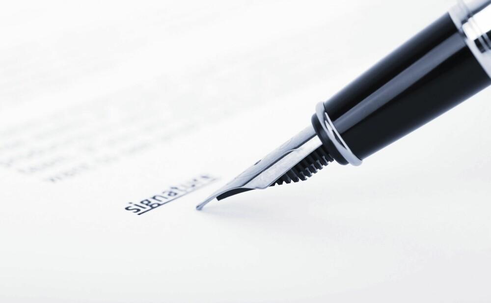 KJØPSKONTRAKT: Formaliser den bindende avtalen skriftlig i en kjøpskontrakt.
