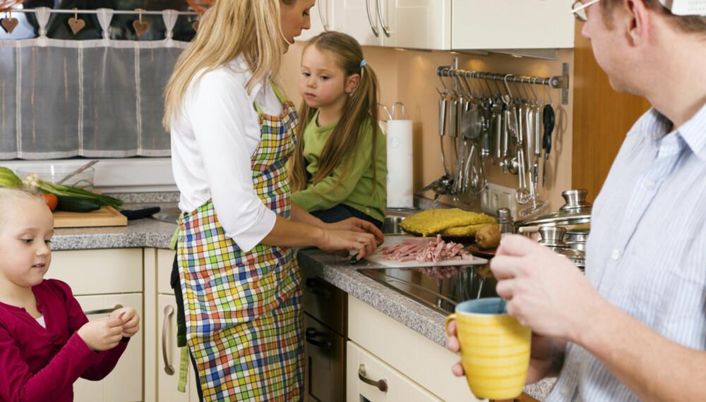 ROLIG MORGENSTUND: Ikke løp sikksakk rundt i rommet mens du maser på at barna skal spise fortere. En felles frokost trenger ikke ta så lang tid.