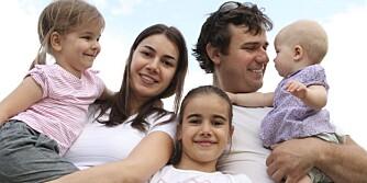 TRE BARN: Kan det stemme at det er mer stressende med tre barn enn fire eller mer? Ja, ekspertene mener det er en viss logikk i det.