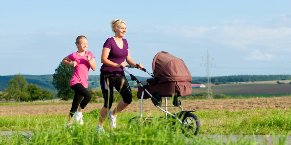 LØPETUR MED BARNEVOGN: Å jogge med barnevogn er både hyggelig, gir frisk luft og god kondisjon. ILLUSTRASJONSFOTO: Colourbox