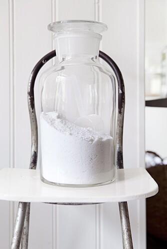 Vaskepulver i en flott glasskrukke er mye penere enn boksene det kommer i.