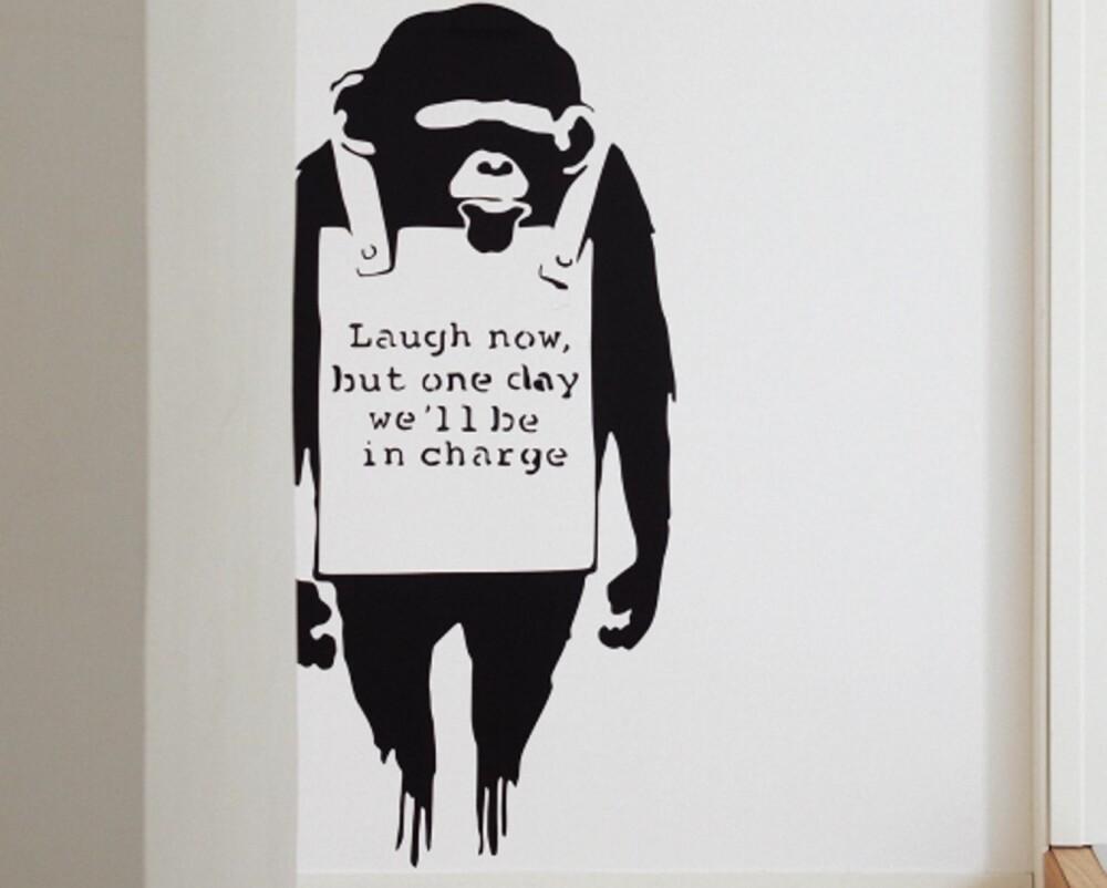 APESTREKER: Veggdekoren med apekatten er en kopi av gateartisten Banksys apekatter som er bestilt på nettet.