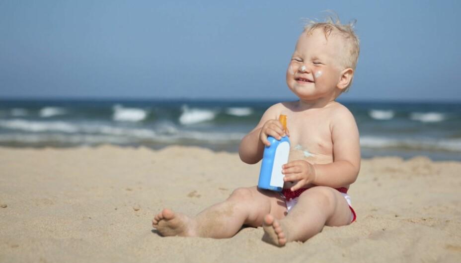 BARN OG NAKENHET PÅ STRANDA: Det er naturlig at ungene er nakne på stranda, mener noen. Ikke alle er enige i det.