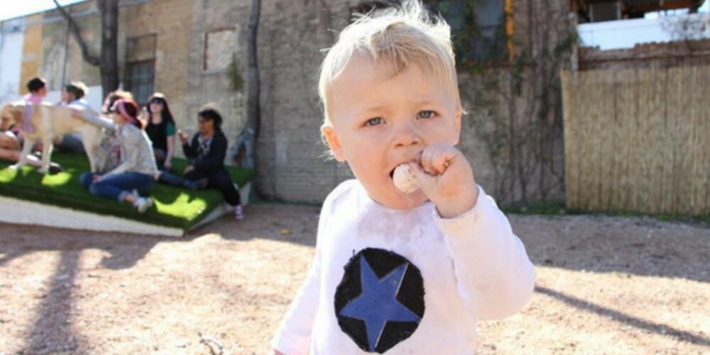 MORSMELK-KJÆRLIGHET: Kjærlighet på pinne med smak av brystmelk skal virke svært beroligende på både voksne og barn, ifølge folkene i Lollyphile.