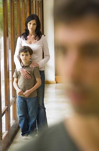FORLATT: Har du blitt forlatt så er det viktig at du er ærlig med barnet om hva som har skjedd. På den måten unngår du at han/hun legger skylden på seg selv.
