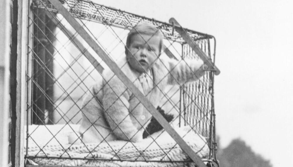 FORTIDENS LEKEGRIND: I 1934 var dette en måte å gi barna frisk luft i storbyen på. I tillegg var det lettere for mor å gjøre husarbeidet.