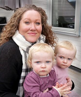 TVILLINGGLEDE: Ingvild gleder seg hver dag over tvillingene Ulrikke og Henriette.
