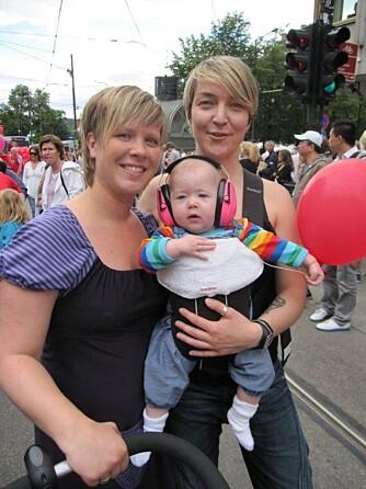 FAMILIEN MED BARN: Eirin og Cecilie med datteren Mia.