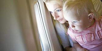 FLY MED BARN: Her er tipsene som redder flyturen - både for deg og barnet ditt.