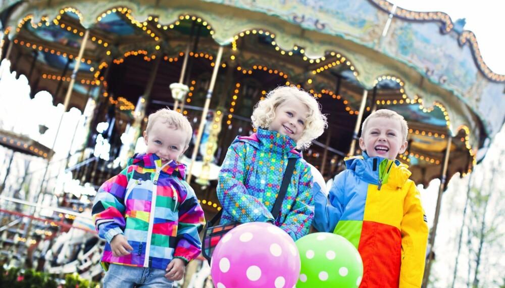 DE FINESTE HØSTKLÆRNE: Iver, Pernille og Trym viser oss høstens fineste fargerike klær for barn.