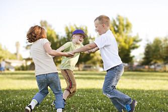 AKTIVITETER FOR BARN I ULIKE ALDRE: Disse uteaktivitetene passer for barn under 1 år, 1 til 2 år, 3 til 4 år og over 5 år. Ha det gøy ute!