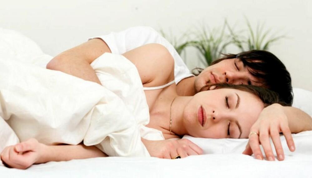 """I SKJE: 28 prosent av de spurte parene sover på siden. Ni prosent ligger i """"skje""""."""