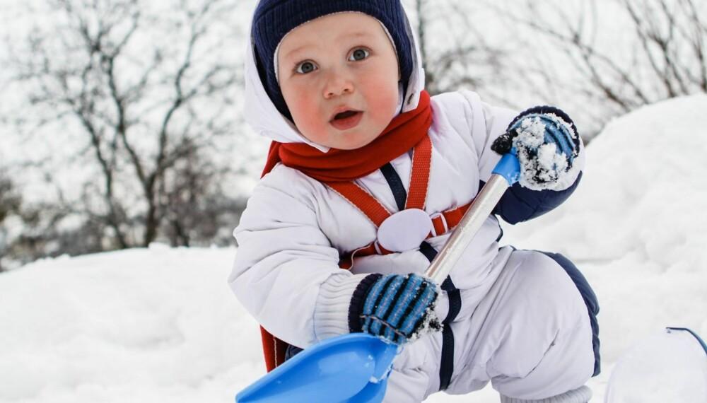 UNNGÅ FROSTSKADER: Små barn forfryser lettere fingre og tær enn større barn som er mye i aktivitet. Følg derfor med på minstemann.