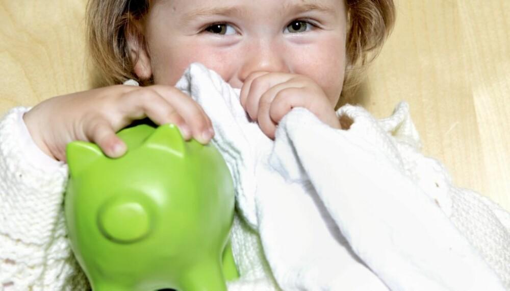 SPARE: Det kan være lurt å lære barna å spare noe av ukepengene sine.