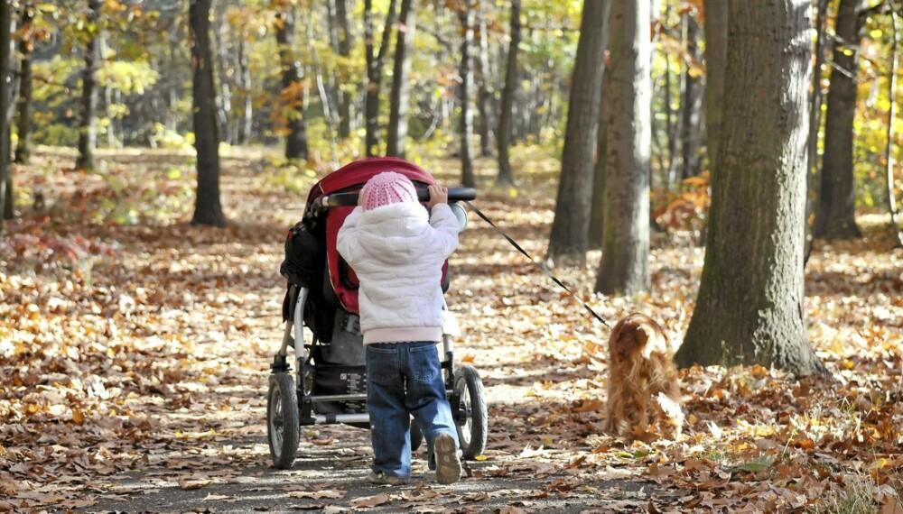 TA DEG TID: Selv om det tar litt lenger tid gir det god helsegevinst å la barna gå mest mulig på egenhånd.