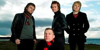 BRØDRE I SAMME BAND: Rune Bergy (ytterst til venstre) og Lars Berg (ytterst til høyre) i bandet The Margarets ser på seg selv om uansvarlige storebrødre til to fire yngre søsken.